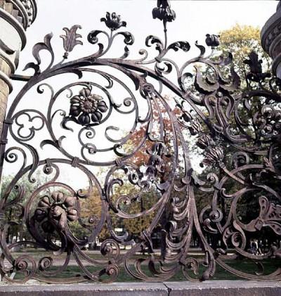 Кованные изделия для решеток и оград